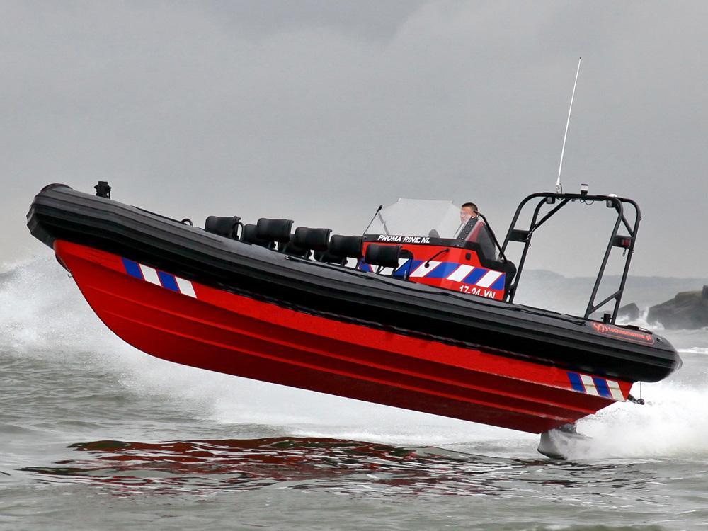 RIB powerboat varen